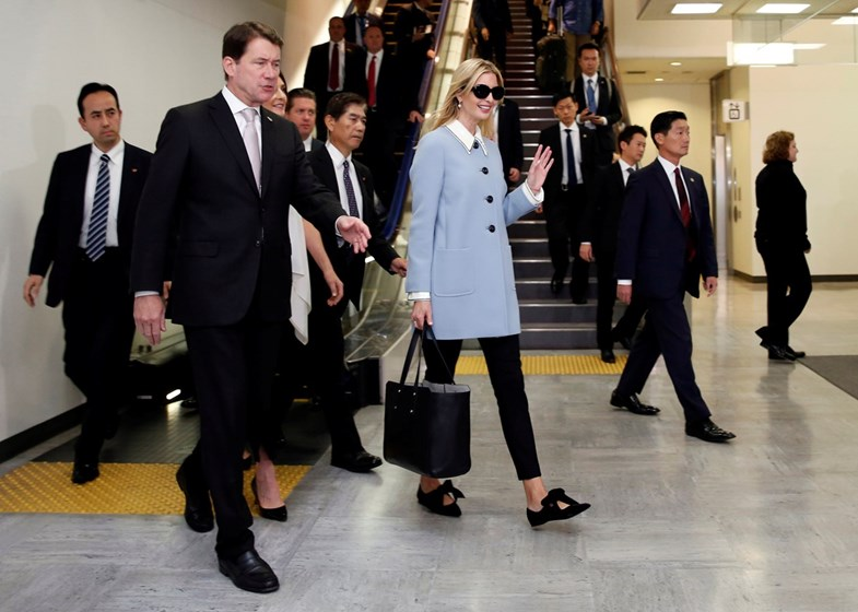 Ivanka Trump brinca com os estilos executiva e 'daddy's little girl'